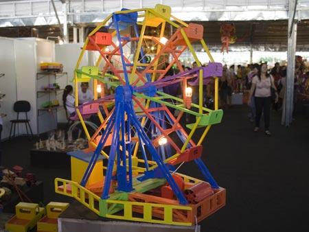 Roda-gigante que se movimenta sozinha