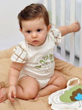 Roupas infantis em algodão colorido