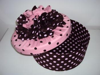 Caixa em decoupagem com tecido de poás