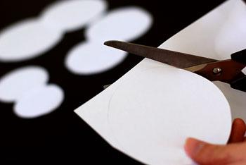 Corte moldes redondos no papel
