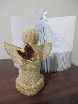 Anjo de natal feito com bucha vegetal
