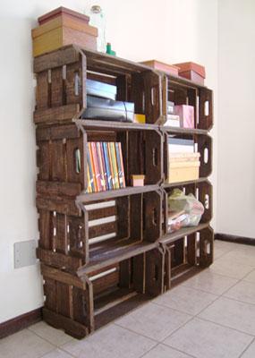 Armário de caixas de madeira da Jô Ribas