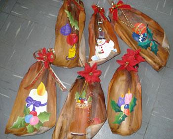 Enfeites de casca de coqueiro da Ednéa Monteiro