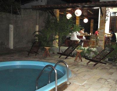 Mesas externas do restaurante Matsuri