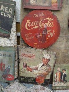 Painéis vintage de propaganda reproduzidos pelo artista Ronaldo Hammes