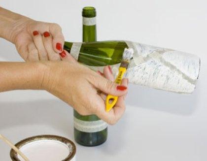 Pinte suas garrafas usando o pincel chato