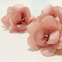 Flores em tecido para arranjos de cabelo
