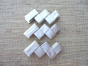 Faça três tiras de 5 elos