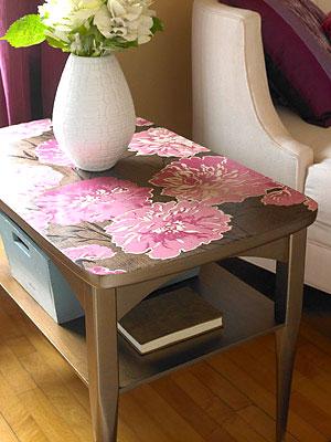 Mesa de centro decorada com decupagem colorida