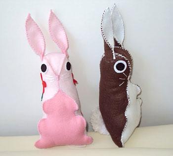 Coelhinhos de feltro, artesanato da Claudia Barreto com pap da Vila