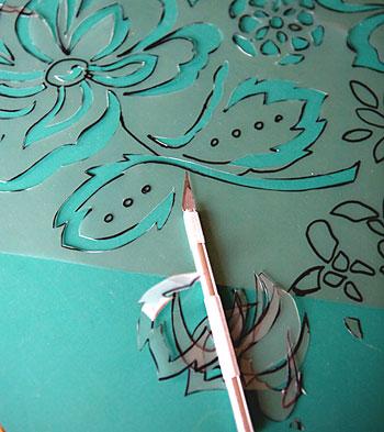 Use uma faca estilete e recorte os desenhos