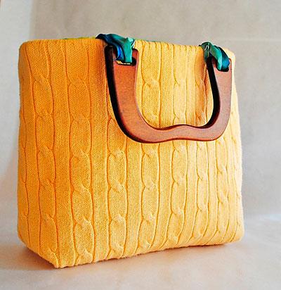 Bolsa confeccionadas com reciclagem de blusas de lã