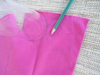 Risque os moldes para os fuxicos de rosa