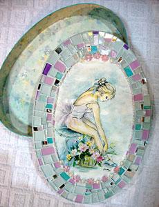 Caixa decorada com mosaico de vidro