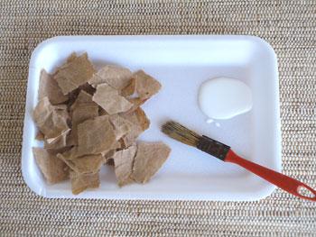 Pique o papel de pão em quadradinhos e tiras