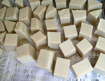 Corte o sabão em pedaços