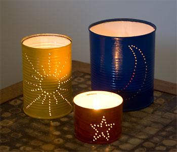 Detalhe das lanternas decoradas com latas usadas