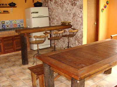 Madeiras descartadas nos lixos foram usadas nesses móveis