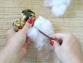 Desvire a pétala e recheie com o plumante