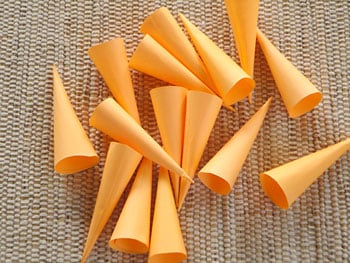 Prepare muitos cones de papel