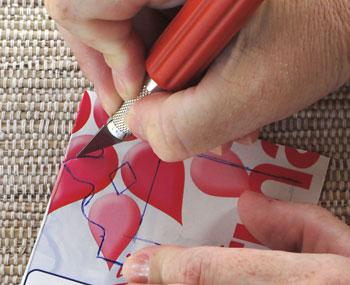 Corte o desenho usando um estilete