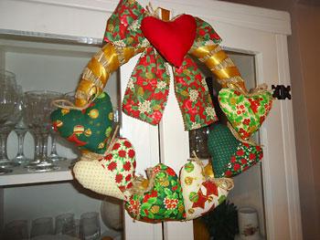 Guirlanda de corações em patchwork para o seu natal