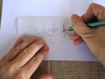 Crie um desenho e passe ele para um papel vegetal
