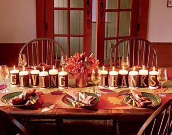 Mesa de natal decorada apenas com velas