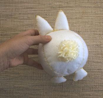 Para o rabicho do coelho faça um pom-pom de lã