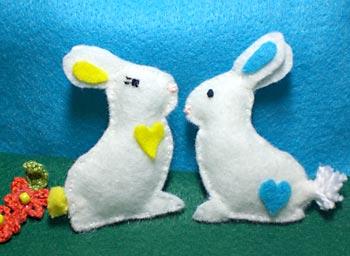 Mini coelhos de feltro para a páscoa
