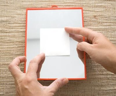 Moldura de rolhas - Marque o centro do espelho que ficará livre