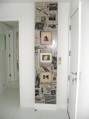 Coluna revestida com jornal