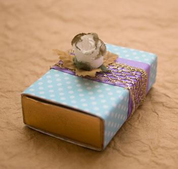 Detalhe do cartão-box para mensagens e convites