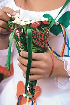 Embalagens de petiscos para levar na mão revestidas com chita