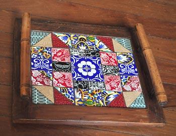 Bandeja com mosaico de azulejos