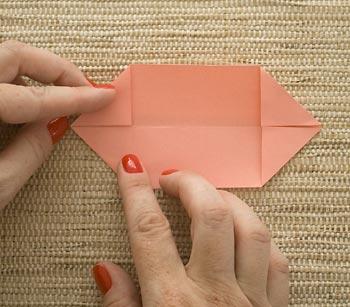 Faça as mesmas dobras na outra ponta