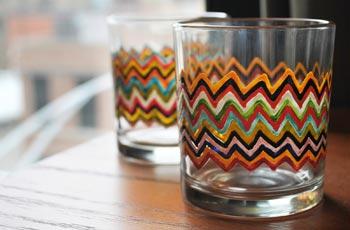 Pinte seu copo de vidro com caneta para cerâmica