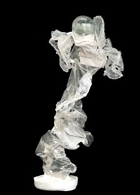 Escultura de garrafa pet transparente