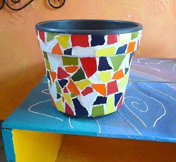 Vejam como ficou lindo o vaso de plástico com o mosaico