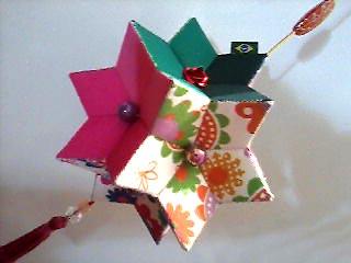 Estrela giramundo em tecido para enfeitar o natal