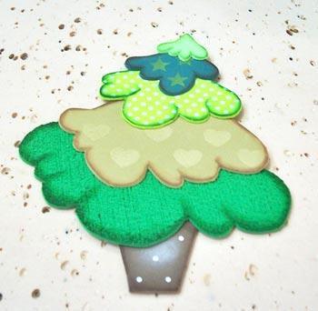 Árvore de natal pronta para enfeitar