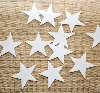 Recorte estrelas em isopor