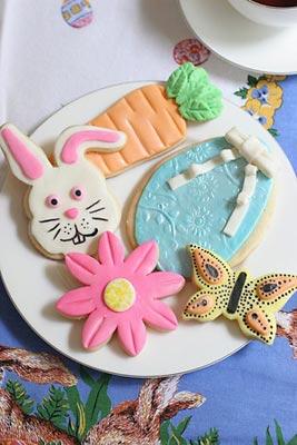 Biscoitos decorados com glacê em temas de Páscoa