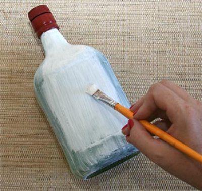 Pinte a superfície da garrafa