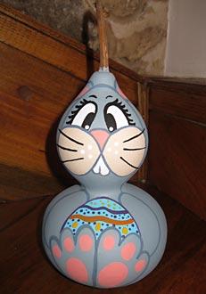 Coelho pintado na cabaça