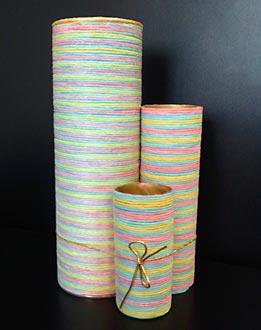 Embalagens de papelão usadas como peças decorativas