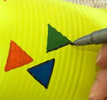 Faça um contorno com caneta