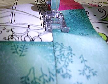 Costure o bloco na manta acrílica