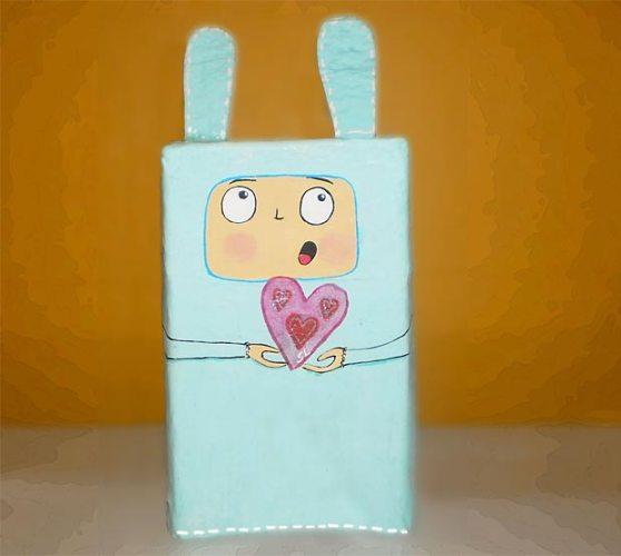 Caixa de presente estilo Toy em papel machê