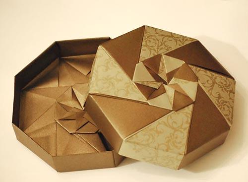 Caixa de presente feita com origami